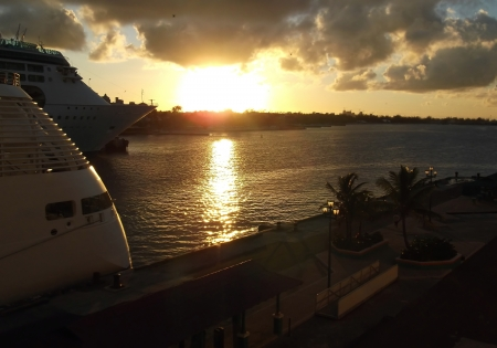 seaports: photography with scene of the sundown sun in seaports