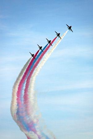 formations: De rode pijlen RAF airforce aerobatic, vorming straalvliegtuigen vliegen
