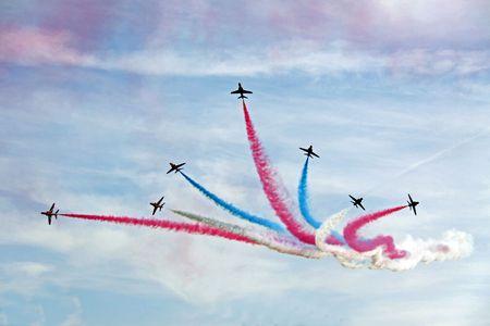 Los aviones de reacción Red Arrows de la RAF Fuerza Aérea acrobático, vuelo en formación