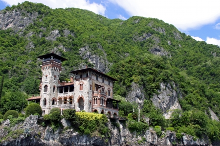 como: Lake Como, Italy, May 20th 2010, Villa La Gaeta, the famous hillside mansion used in the James Bond film Casino Royale