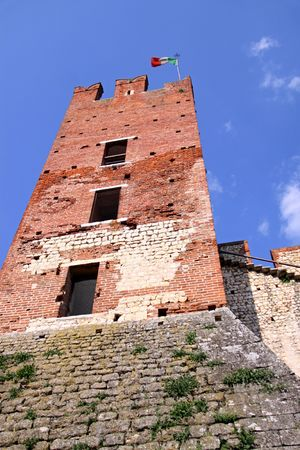 Scaligero Castle on Tenda Hill in Soave, Veneto, Italy Imagens - 7413743