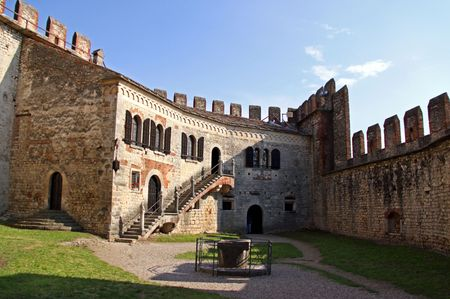 Scaligero Castle on Tenda Hill in Soave, Veneto, Italy, 23/5/10 originally the property of one of Italys most famous families that over looks the town of Soave, well known for grape and wine production Banco de Imagens - 7659279