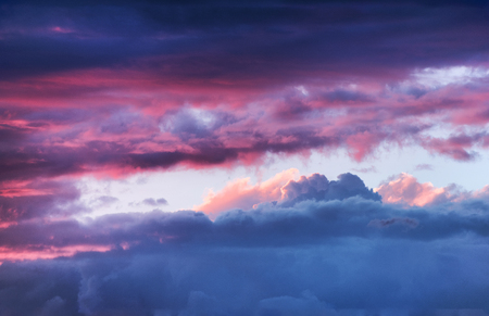 Dramatic colorful sky with cloud at sunset 版權商用圖片