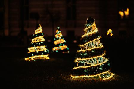 Abstract blur background. Christmas tree with defocused lights Bokeh 版權商用圖片
