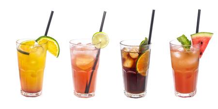 Set ijscocktails: met watermeloen, sinaasappel, limoendecoratie.