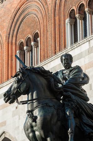 The big bronze equestrian statue beside of the Palazzo Gotico. The knight is represented Ranuccio Farnese, the Duke of Parma and Piacenza. The statue is the work of Francesco Mochi; It was built in 1610 and located in the main square of the city of Piacen Stock Photo