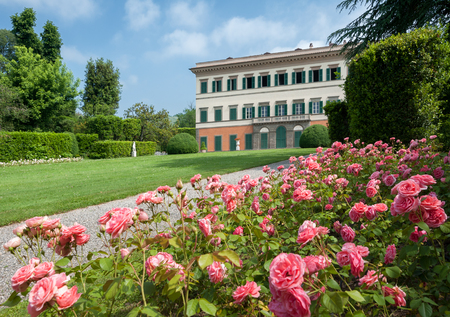 Marlia, Lucca, Italy - 2018, May 25: The formal garden of Villa Reale, in Marlia, Lucca. Roses flower bed in the foreground. Standard-Bild - 116508015