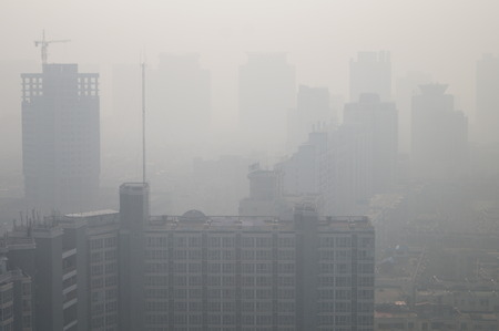 View of high-rise buildings in heavy smog in Zhengzhou city, central China's Henan province. 版權商用圖片 - 56003496