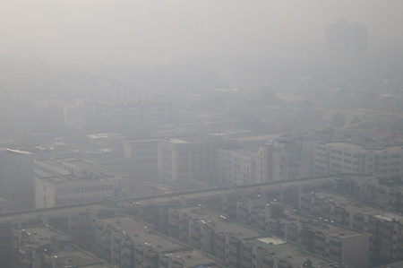 smog: View of buildings in heavy smog in Zhengzhou city, central Chinas Henan province.