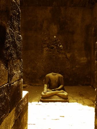 budha: budha sculpture