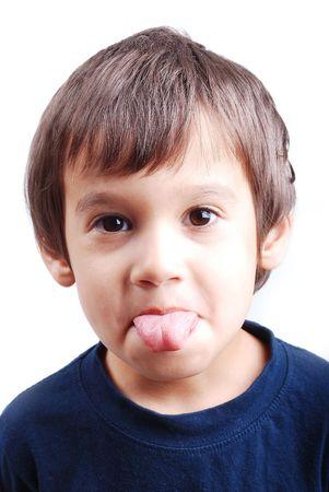 valores morales: Ni�o con la lengua fuera de la boca
