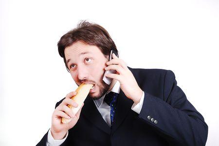 comiendo pan: Machos j�venes de modelo en traje hablando por tel�fono y comer pan Foto de archivo