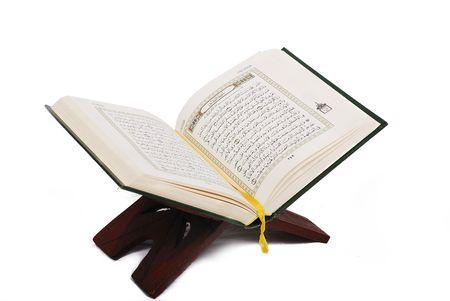 quran: Libro sagrado de los musulmanes del Cor�n abierto y aislado