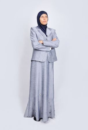 mujeres musulmanas: Blanco Joven hermosas mujeres musulmanas de pie