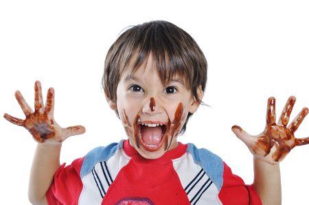 cookie chocolat: Peu cute kid chocolat sur le visage et les mains