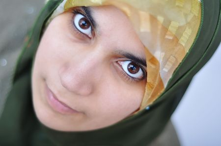 mujeres musulmanas: Mujer asi�tica de musulmanes �rabe con importante de ropa