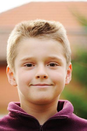 preteen boy: Portrait de Boy souriant  Banque d'images