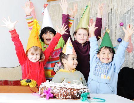 personas celebrando: �Feliz cumplea�os!