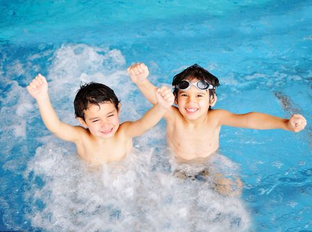 splash pool: Children at pool, happiness and joy
