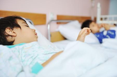 enfant malade: Enfant malade � l'h�pital Banque d'images