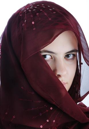 middle eastern clothing: Arabo adolescente femmina isolata su uno sfondo bianco Archivio Fotografico
