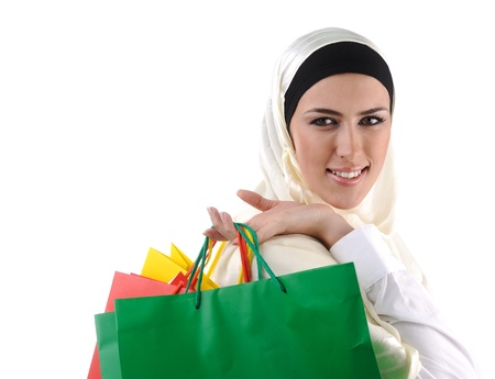 compras compulsivas: Beautiful Muslim traditional but modern woman holding shopping bags