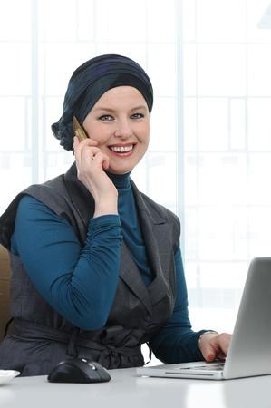 femme musulmane: Confident and beautiful european  Muslim woman
