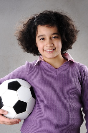 futbol infantil: Ni�a con f�tbol