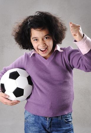 futbol infantil: Niña con fútbol