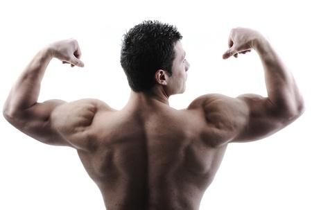 levantamiento de pesas: El cuerpo masculino perfecto - culturista impresionante posando