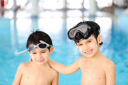 little boy swimming: Brotherly love in a sparkling pool