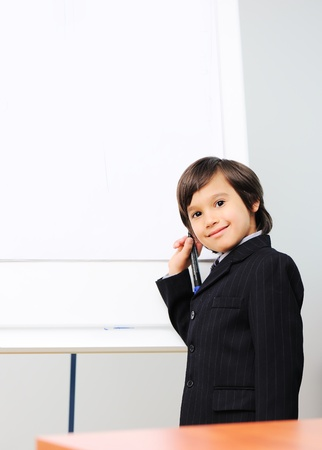 bambini pensierosi: Boy Genius una presentazione