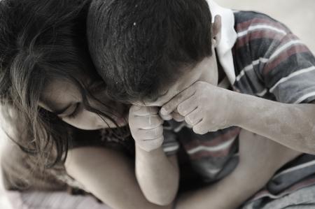 Petit frère et soeur sale, la pauvreté, mauvais état