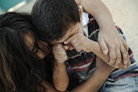 vagabundos: Poco sucia hermano y hermana, la pobreza, en mal estado Foto de archivo