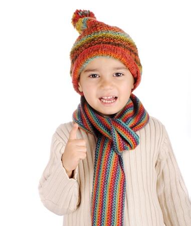 ropa de invierno: Chico lindo con ropa de invierno aislados en el estudio Foto de archivo