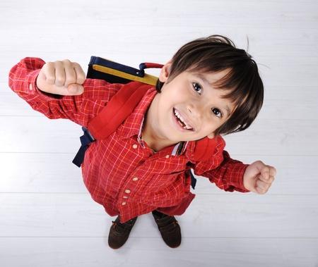 garçon ecole: Gar�on de l'�cole avec sac � dos