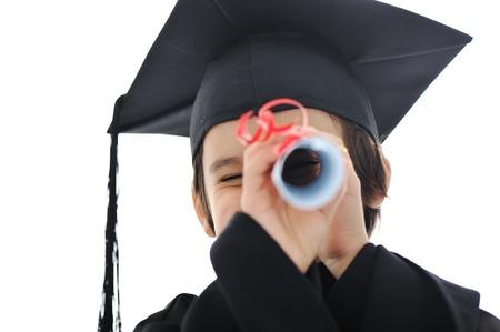 graduacion niños: Diploma chico estudiante graduando poco, la escuela primaria con éxito