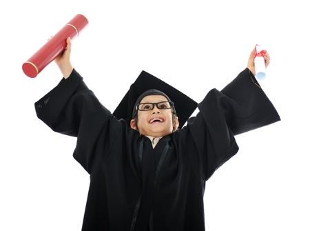 Diploma afstuderen weinig student kind, met succes de basisschool Stockfoto