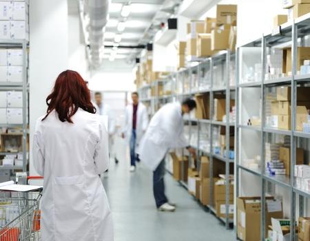 inventario: Los trabajadores de almacenamiento de la droga lugar de trabajo,