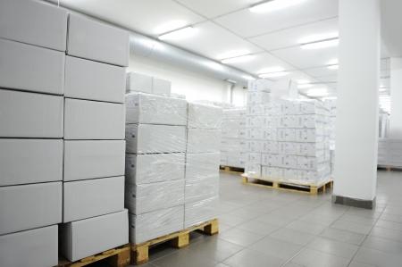 warehouse interior: Molte scatole, interni di moderno magazzino Archivio Fotografico