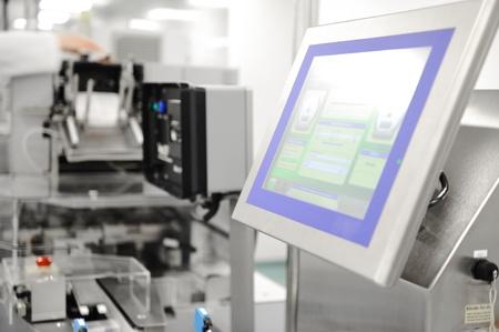herramientas de mec�nica: L�nea de producci�n automatizada en f�brica moderna Foto de archivo