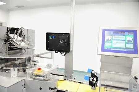 balanza de laboratorio: Línea de producción automatizada en fábrica moderna Foto de archivo