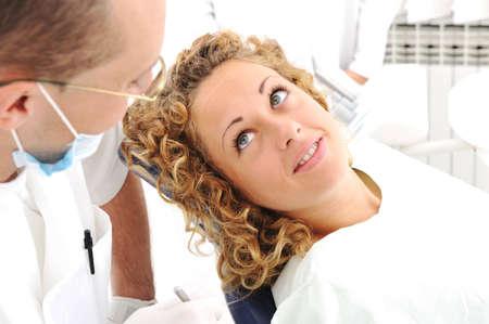 dentist s office: Sprawdzanie zębów w gabinecie stomatologicznym