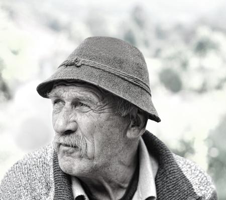 Resultado de imagen de ancianos tristes