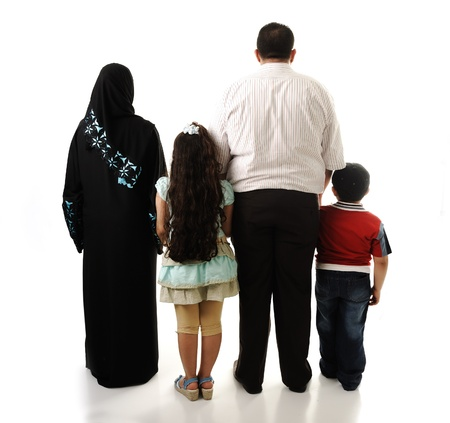 petite fille musulmane: Famille arabe, quatre membres isol�s