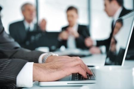 sala de reuniones: La gente de negocios la discusión en sala de reuniones Foto de archivo