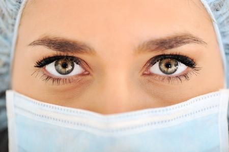 surgical: Mujeres médico con gorra y una máscara quirúrgica