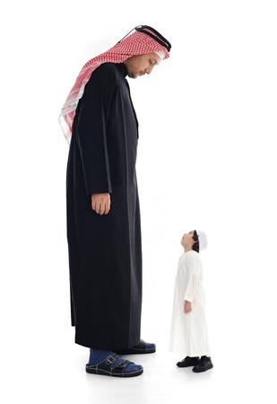 enano: Árabe grande y pequeño adulto y niño Foto de archivo