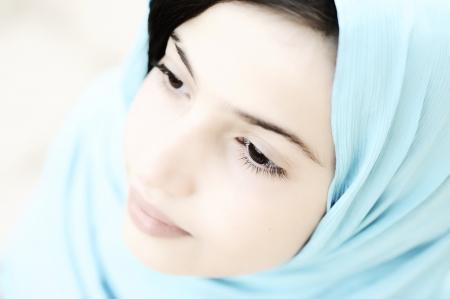 petite fille musulmane: Petite fille adorable (haute clé)