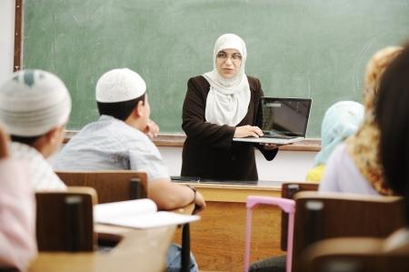 femmes muslim: Les enfants de classe de l'�cole Banque d'images